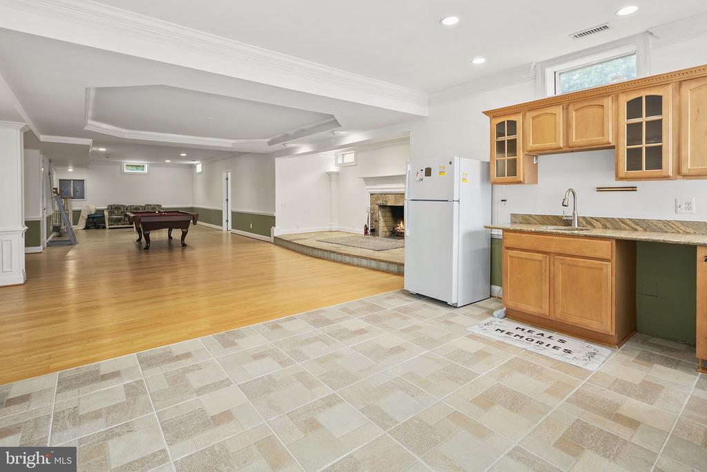 Lower level kitchenette - 2792 MARSHALL LAKE DR, OAKTON