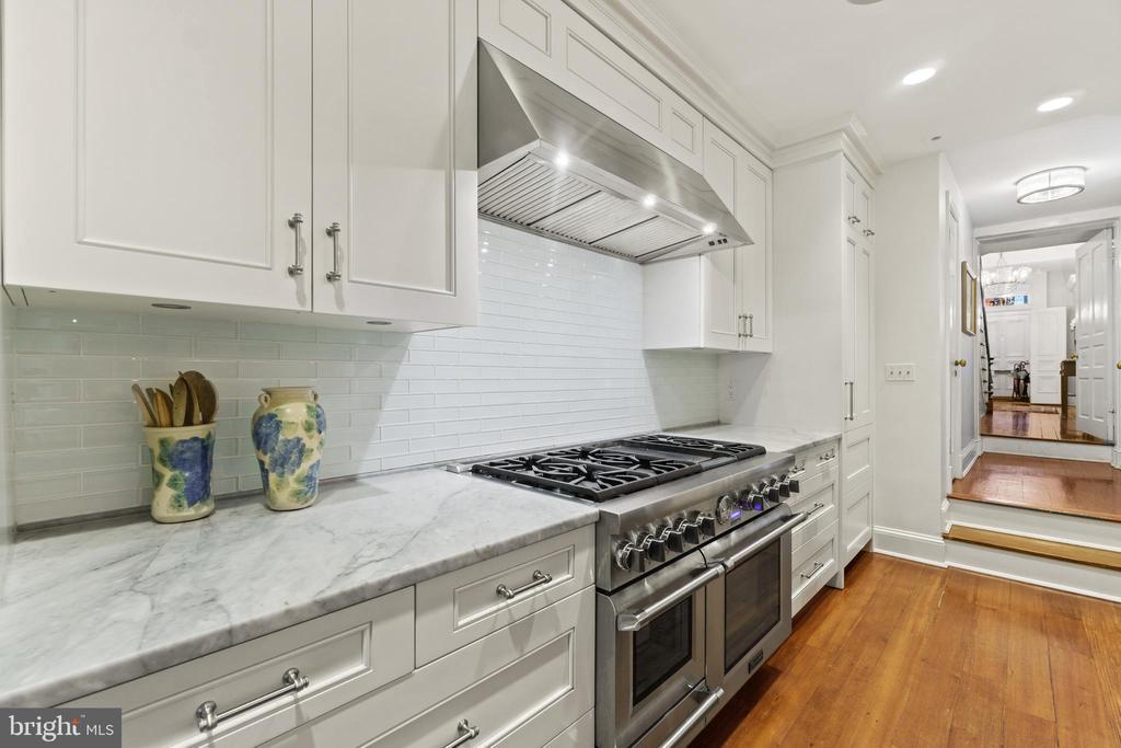 Kitchen - 3026 P ST NW, WASHINGTON