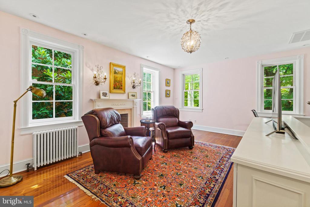Sitting room/office - 3026 P ST NW, WASHINGTON