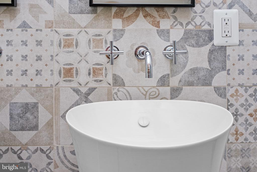 Timeless Mix Mood Tile� - 1120 GUILFORD CT, MCLEAN
