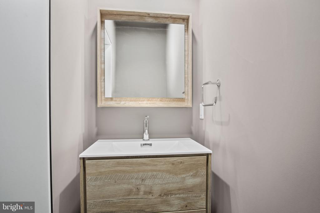 Modern floating sink - 1120 GUILFORD CT, MCLEAN
