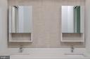 Double vanity hallway bath - 1120 GUILFORD CT, MCLEAN