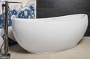 Hydro System Picasso arc-like shape tub - 1120 GUILFORD CT, MCLEAN