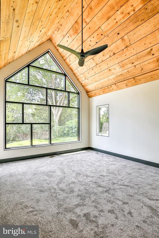 Vaulted ceiling from reclaimed wood� - 1120 GUILFORD CT, MCLEAN
