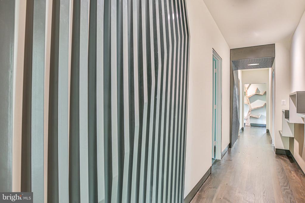 Hallway millwork detail - 1120 GUILFORD CT, MCLEAN
