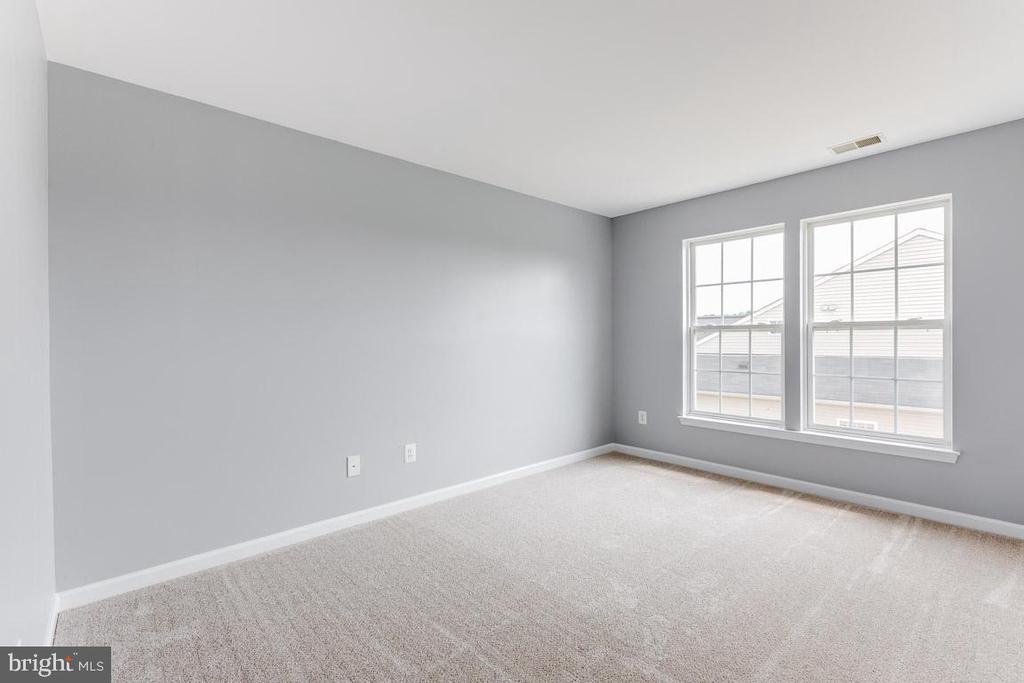 Generous size 3rd bedroom - 11139 EAGLE CT, BEALETON