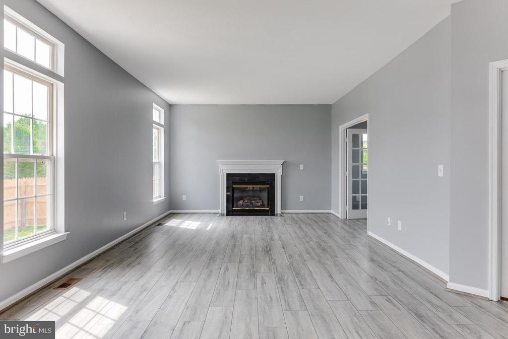 Family room with Gas  fireplace - 11139 EAGLE CT, BEALETON