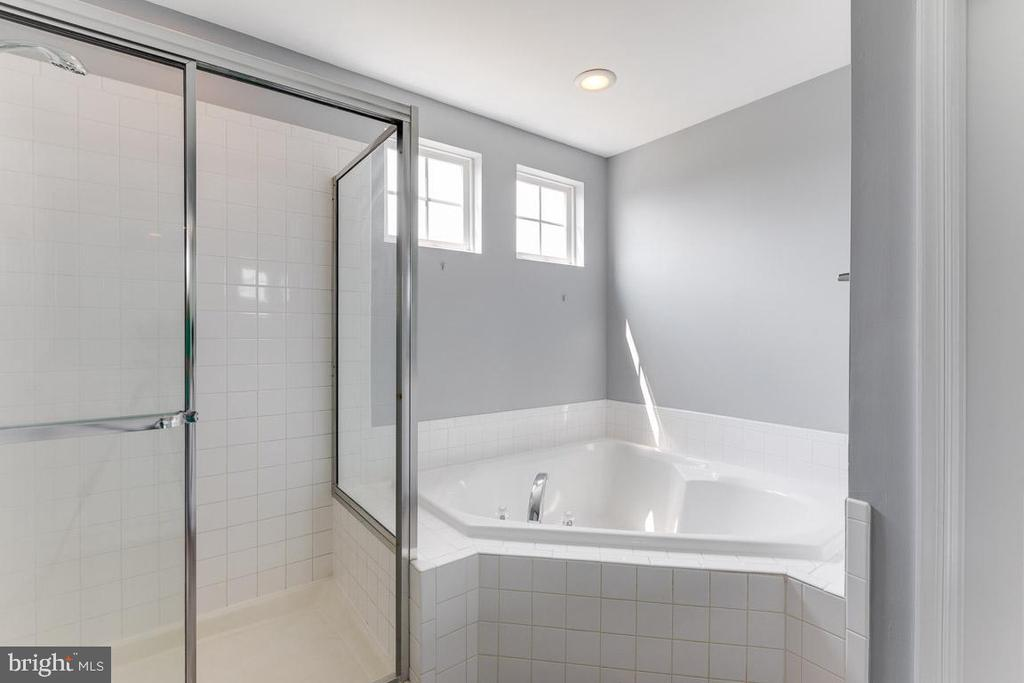 Separate shower in the master bath - 11139 EAGLE CT, BEALETON