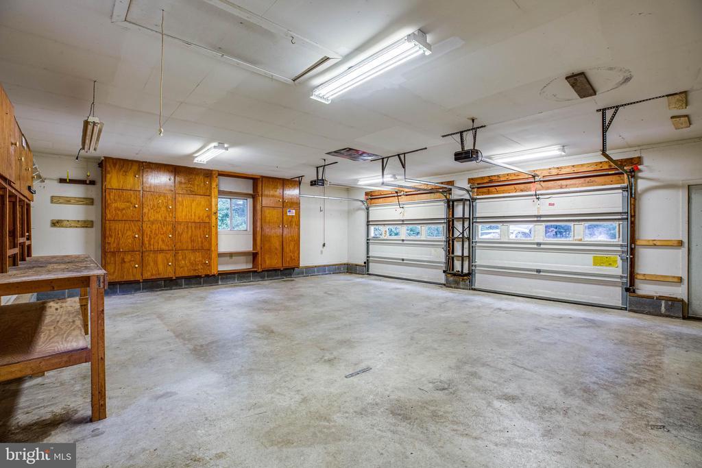 Garage - 15060 LESTER LN, MILFORD
