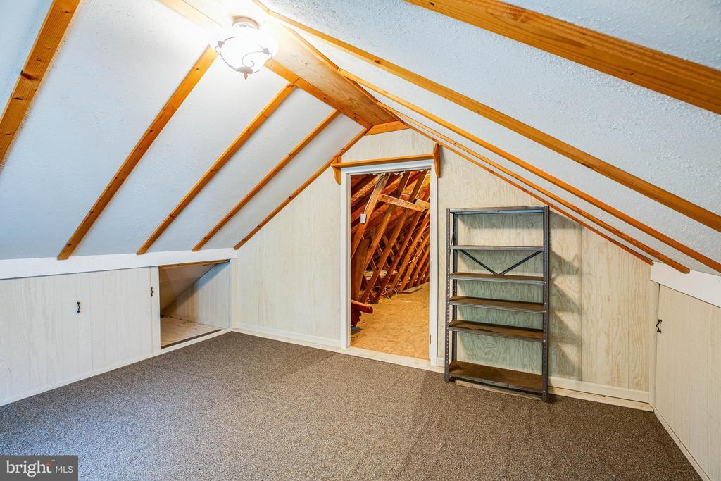 Finished Room above garage - 15060 LESTER LN, MILFORD