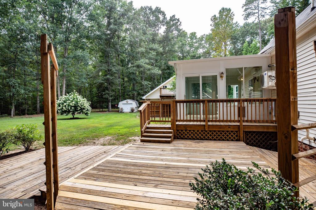 Deck Area - 15060 LESTER LN, MILFORD