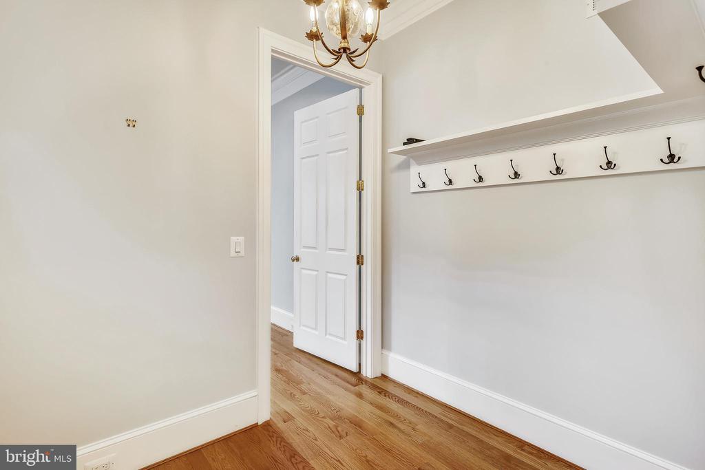 Coat closet off foyer - 3038 N PEARY ST, ARLINGTON