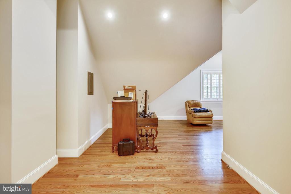 Level 2 bonus room  = BR or handicraft room - 3038 N PEARY ST, ARLINGTON
