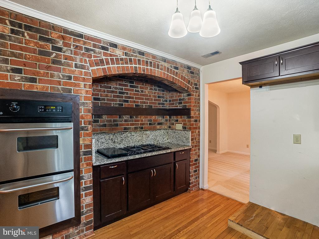 Brick Hearth Cook Station w/Gas Grill & Dbl Oven - 1122 SPAIN DR, STAFFORD