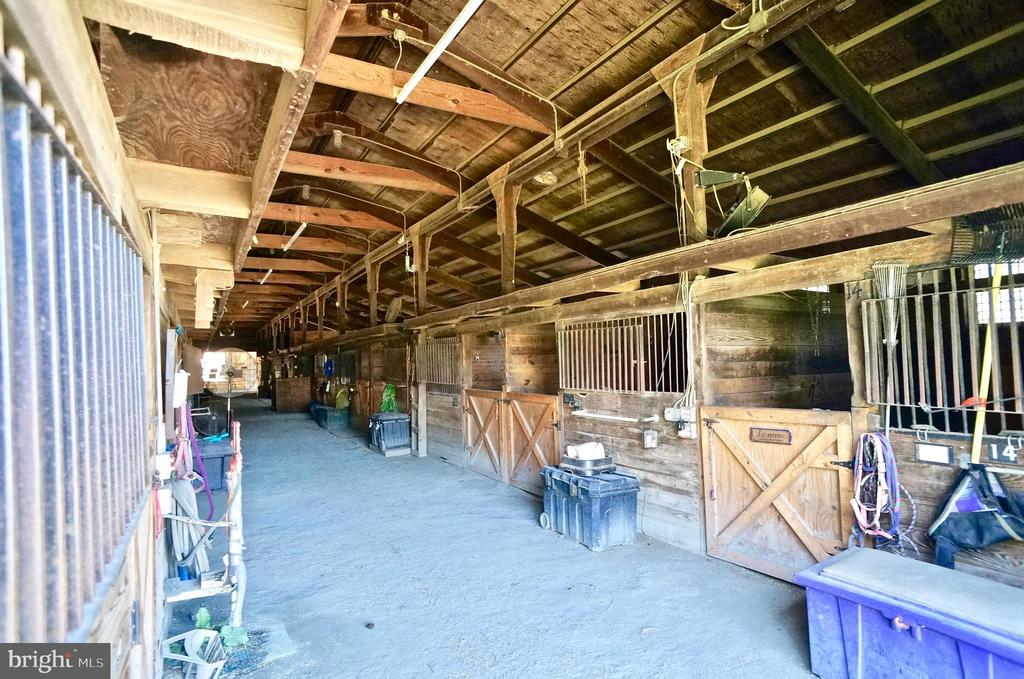 Horse Stables - 1122 SPAIN DR, STAFFORD