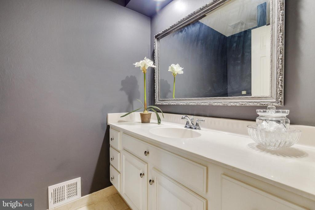 Powder Room - 4253 EXETER DR, DUMFRIES