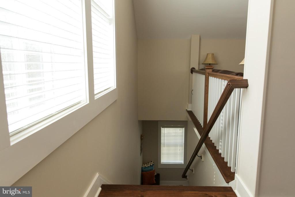 Apartment  stairs top - 13686 HIDDENHOLLOW LN, LEESBURG