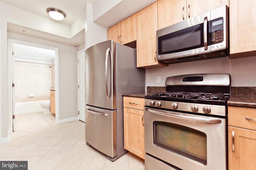 Kitchen - 1021 N GARFIELD ST #242, ARLINGTON