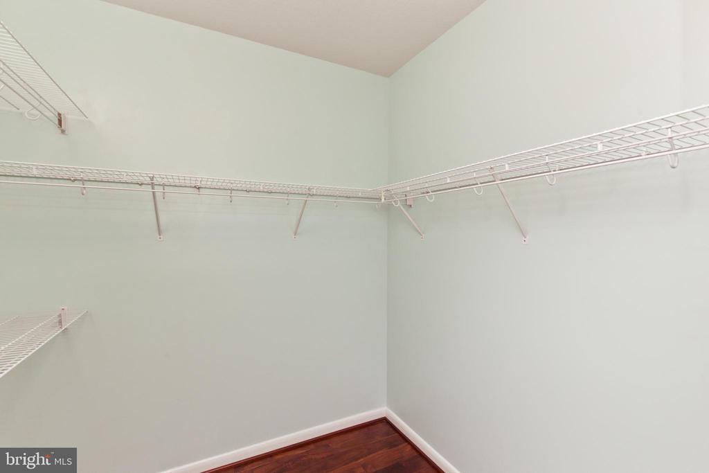 Primary Owners Walk in Closet - 1021 N GARFIELD ST #242, ARLINGTON