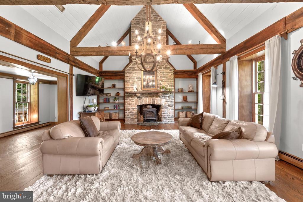 Living room - 2425 DAISY RD, WOODBINE