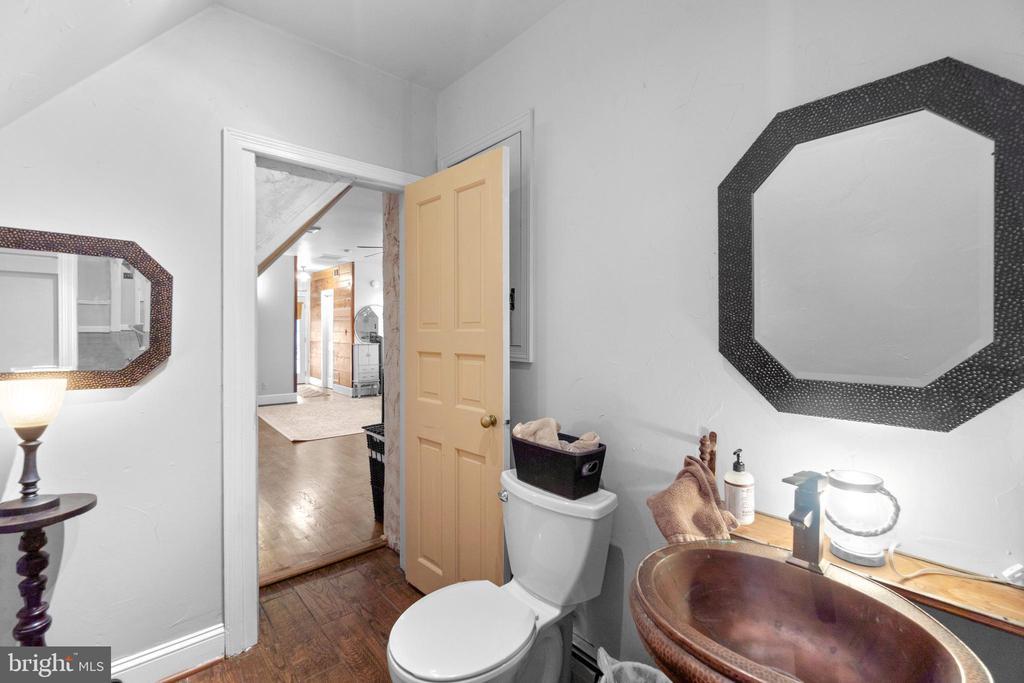 Owner's bathroom - 2425 DAISY RD, WOODBINE