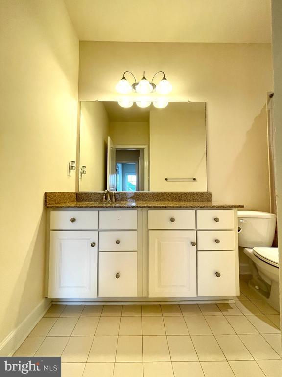Guest bathroom - 42603 OFFENHAM TER, CHANTILLY