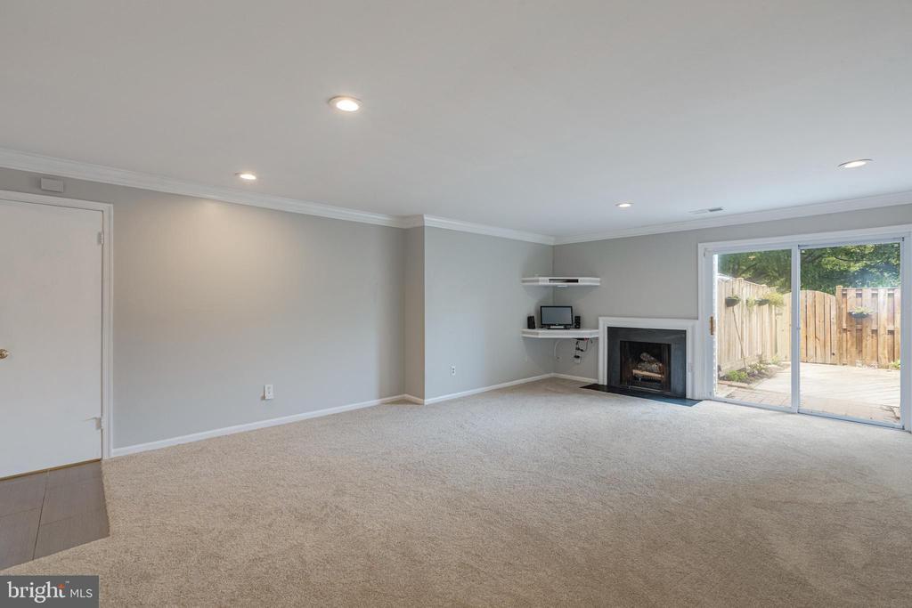 Door to walk-in closet on left*See floor-plan - 5975 FIRST LANDING WAY #3, BURKE