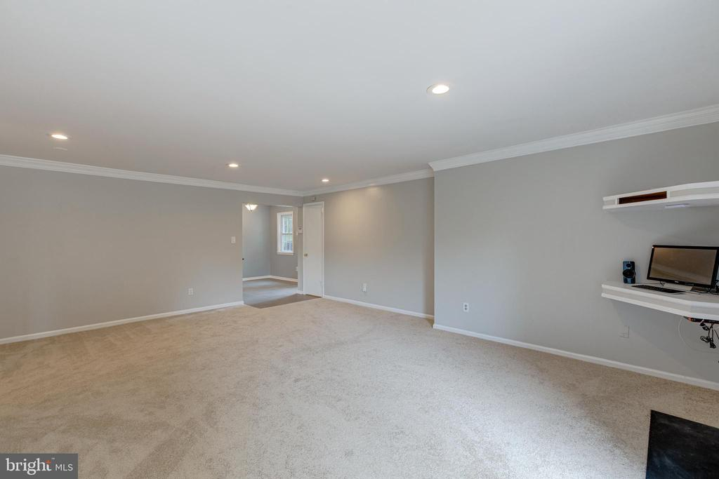 Freshly painted and cleaned throughout - 5975 FIRST LANDING WAY #3, BURKE