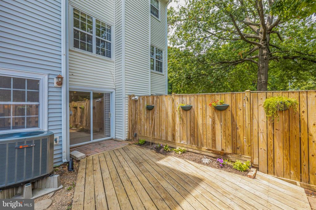 Private and peaceful outside space - 5975 FIRST LANDING WAY #3, BURKE