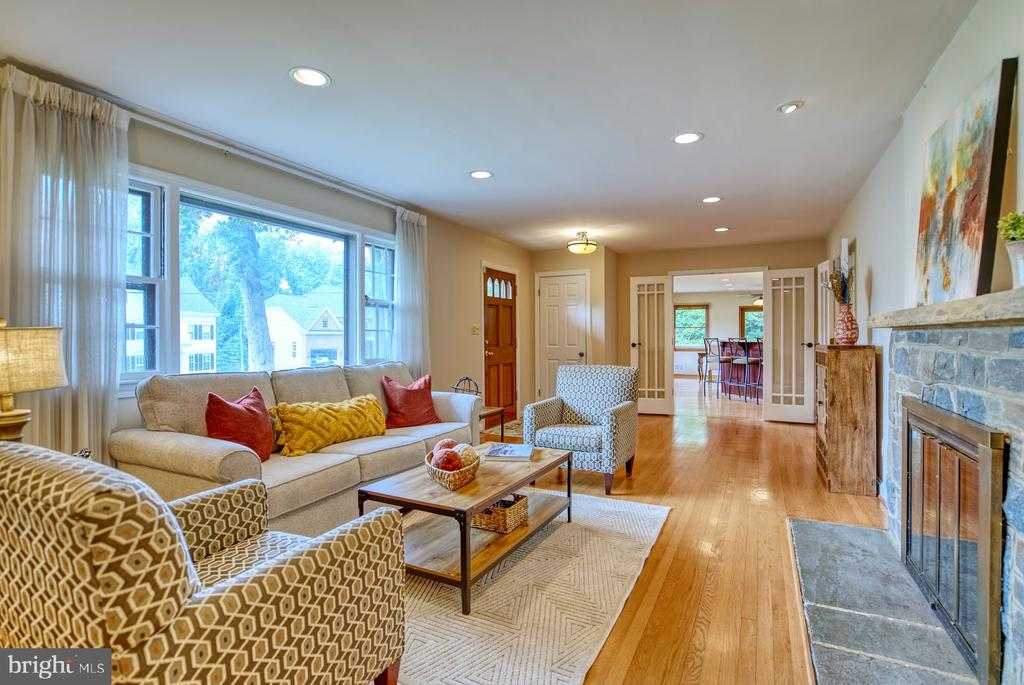 light-filled living area - 9900 MOSBY RD, FAIRFAX