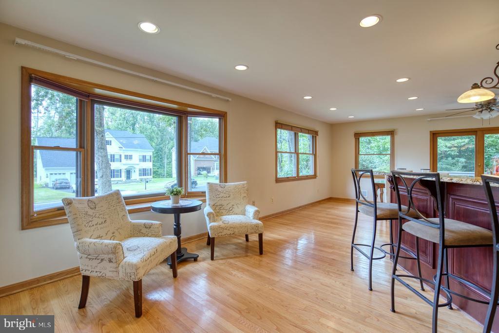 sitting area in kitchen - 9900 MOSBY RD, FAIRFAX