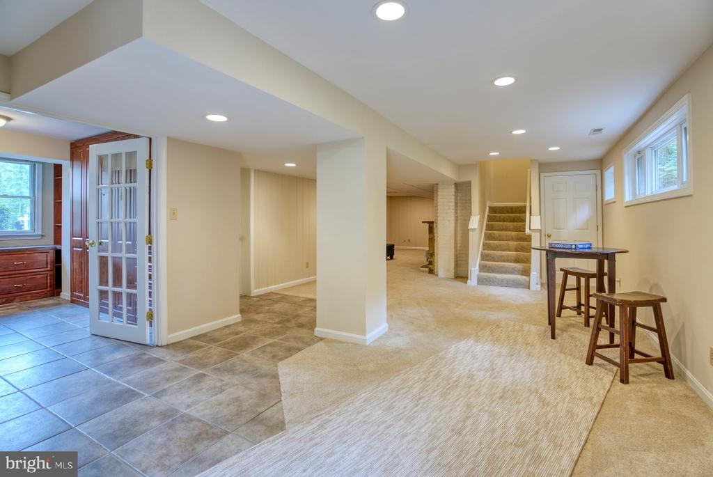 5th bedroom/home office on lower level - 9900 MOSBY RD, FAIRFAX