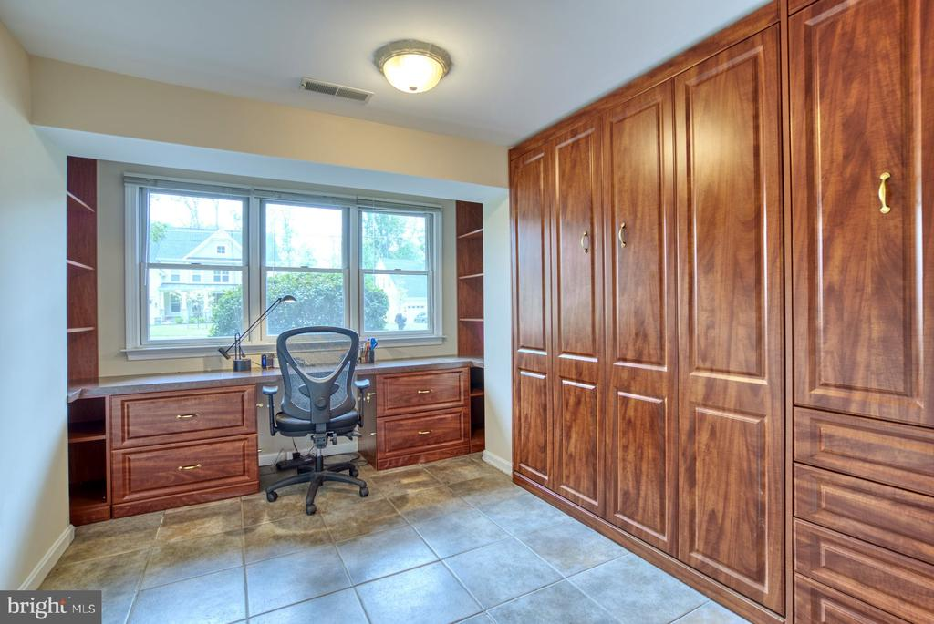 complete with Murphy bed! - 9900 MOSBY RD, FAIRFAX