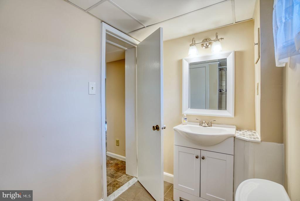 full bath on lower level - 9900 MOSBY RD, FAIRFAX