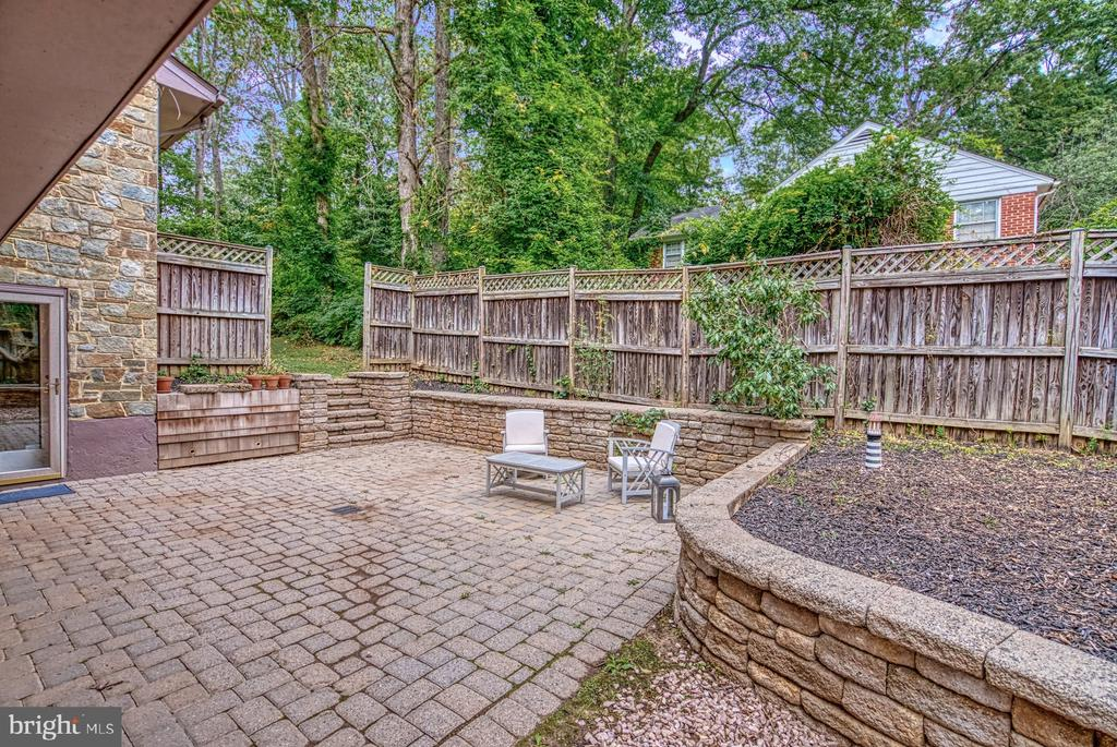 entertaining area  with hot tub hook-up - 9900 MOSBY RD, FAIRFAX