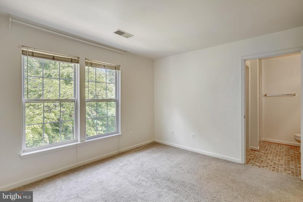 Main bedroom - 5970 EDGEHILL CT, ALEXANDRIA