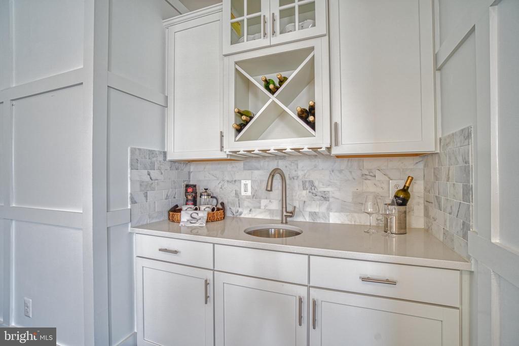 Owner's Suite Wet Bar/Coffee Bar - 1001 AKAN ST SE, LEESBURG