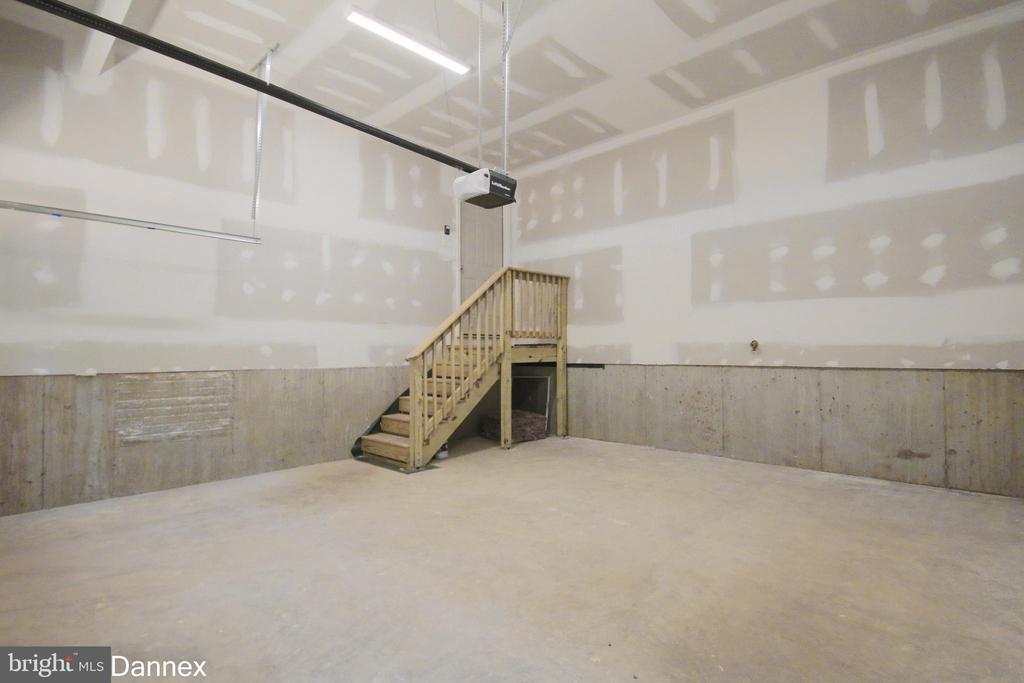 Garage - 117 BUTLER CIR, LOCUST GROVE