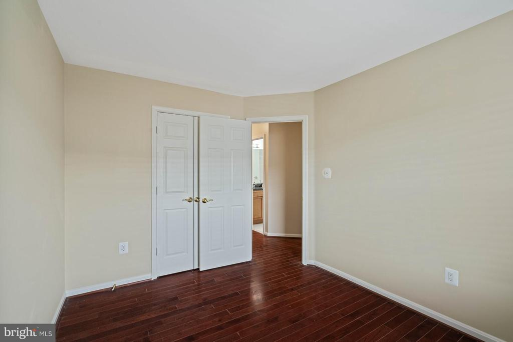 Third Bedroom on Upper Level - 22916 REGENT TER, STERLING