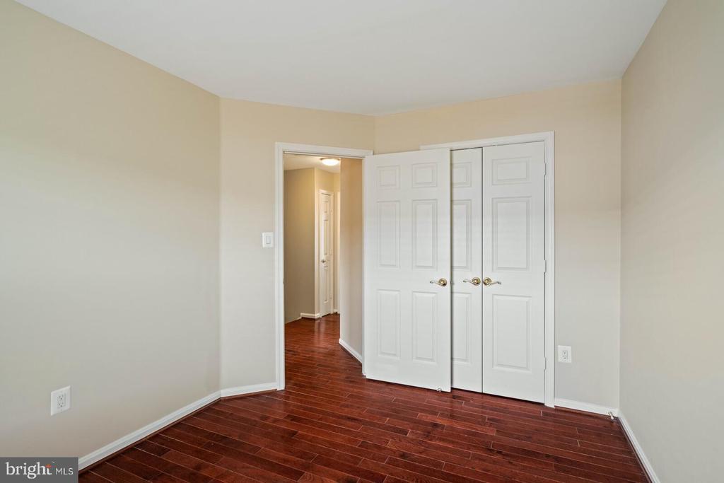Fourth Bedroom on Upper Level - 22916 REGENT TER, STERLING