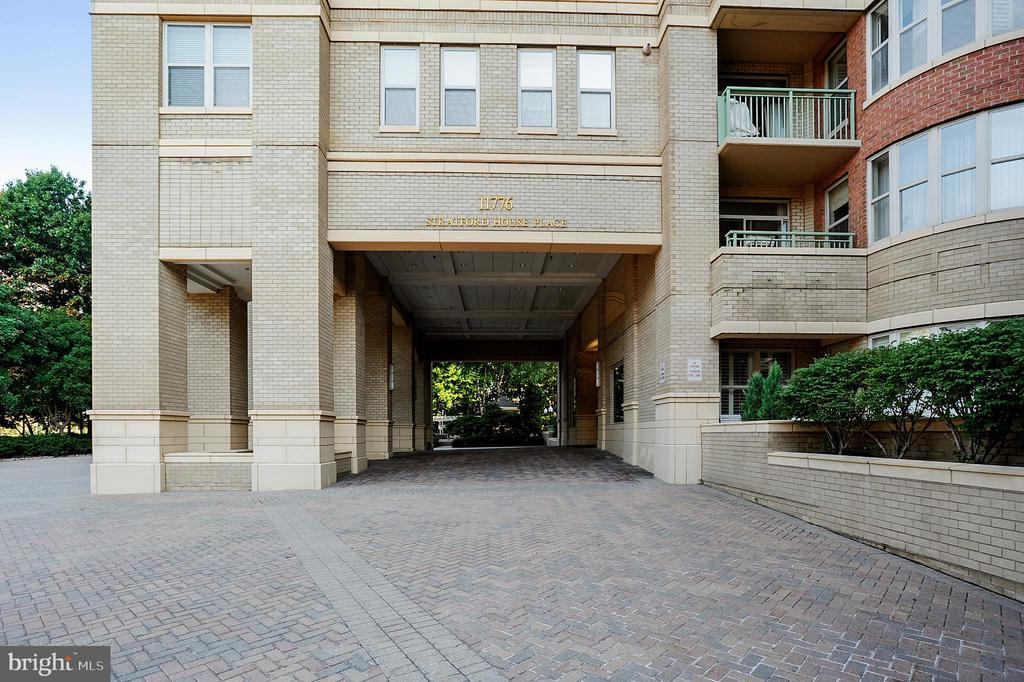 Front entrance-Stratford House - 11776 STRATFORD HOUSE PL #407, RESTON
