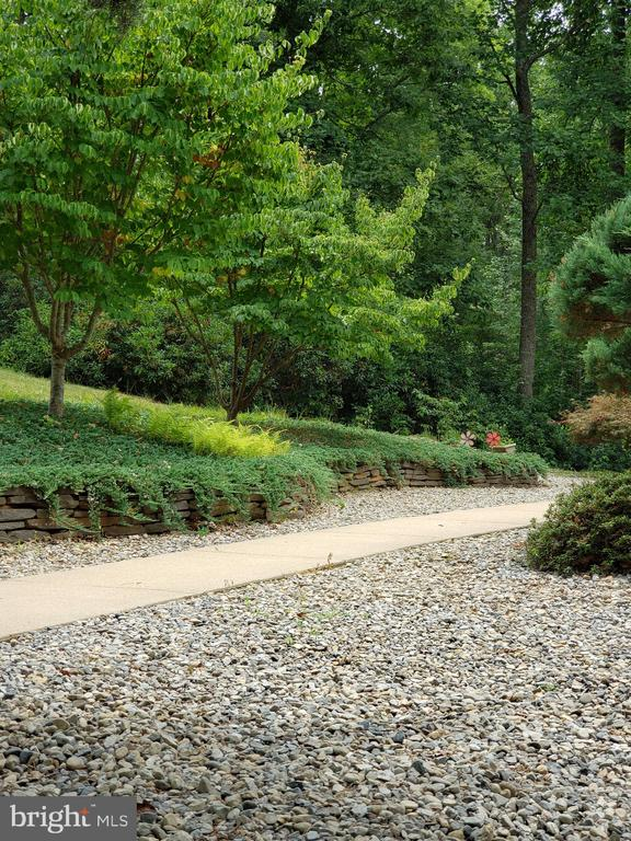Easy to maintain and very peaceful entrance - 8300 MUSKET RIDGE LN, FREDERICKSBURG