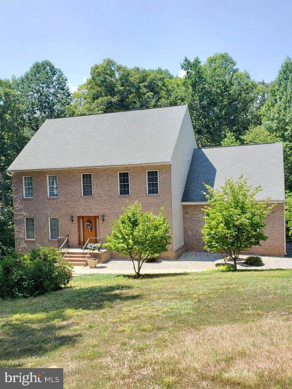 Very private setting with this beautiful home - 8300 MUSKET RIDGE LN, FREDERICKSBURG