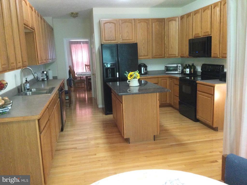 Kitchen features pantry, island, breakfast nook - 8300 MUSKET RIDGE LN, FREDERICKSBURG