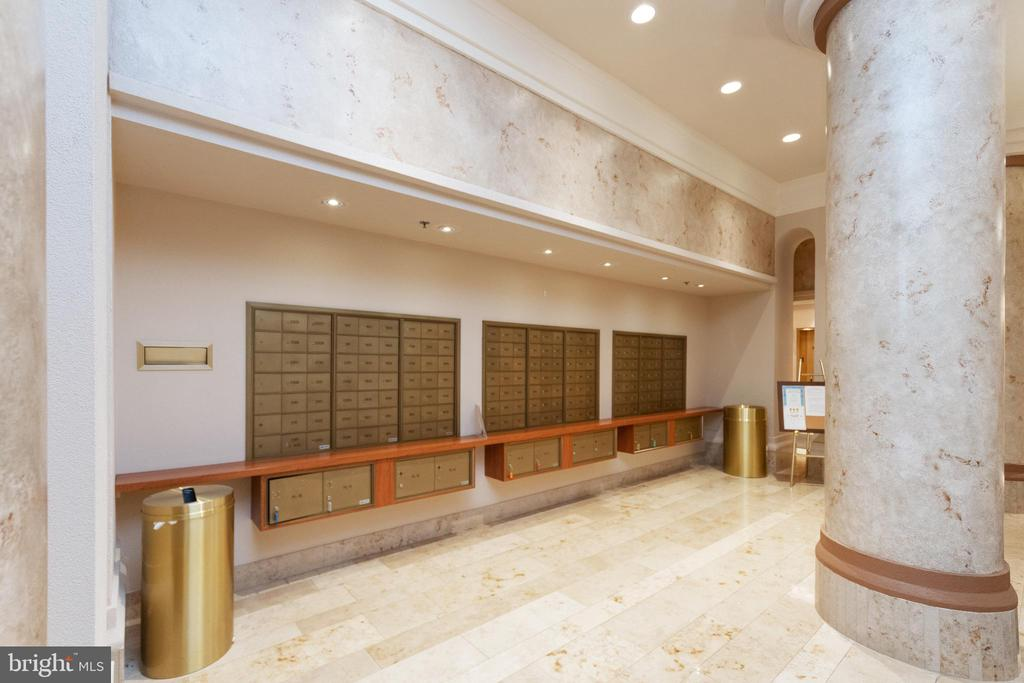 Convenient mail and package pick up location - 2181 JAMIESON AVE #2010, ALEXANDRIA