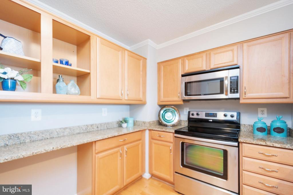 Lots of counter space - 2181 JAMIESON AVE #2010, ALEXANDRIA