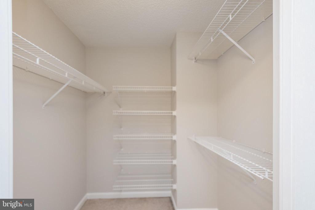 Walk in closet in Master bedroom - 2181 JAMIESON AVE #2010, ALEXANDRIA