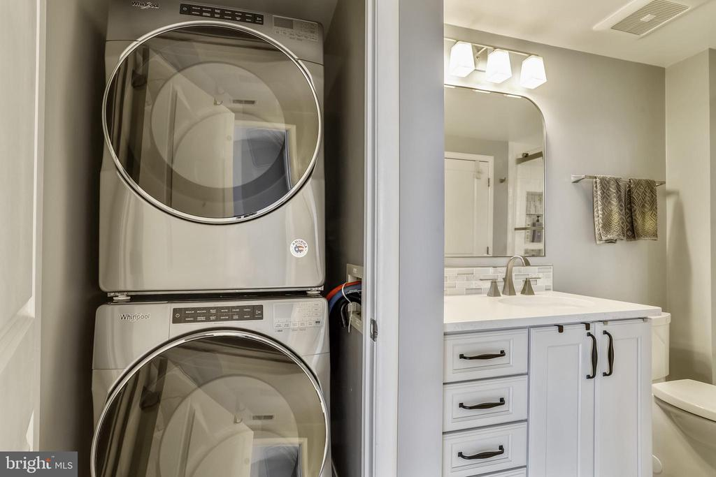 Full-size Front Load Washer and Dryer - 1021 N GARFIELD ST #621, ARLINGTON