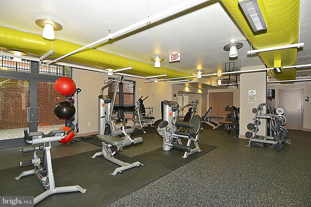 Fitness Room - 1021 N GARFIELD ST #621, ARLINGTON