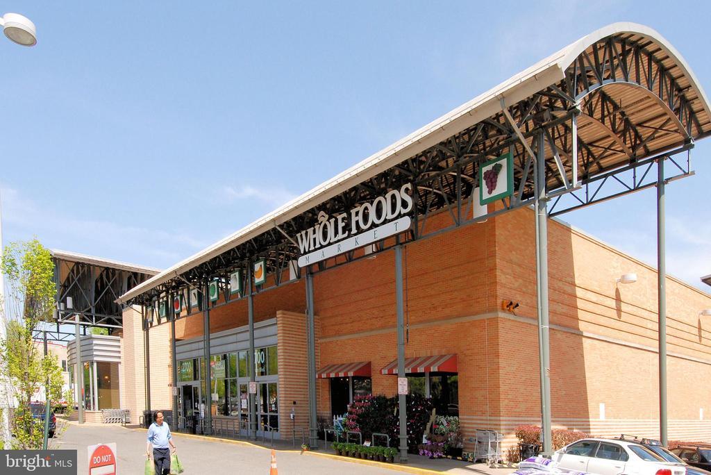 Whole Foods - 1021 N GARFIELD ST #621, ARLINGTON